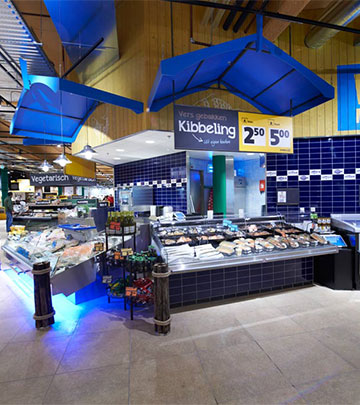 Philips Lighting illuminating fish to show the freshness at Jumbo Foodmarkt, the Netherlands