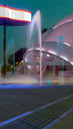 At Plaza del Milenio, Philips LED landscape lighting has created stunning light scenarios which interact with each other