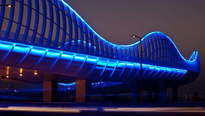 Color LED lighting creates a conspicuous result at Meydan, Dubai