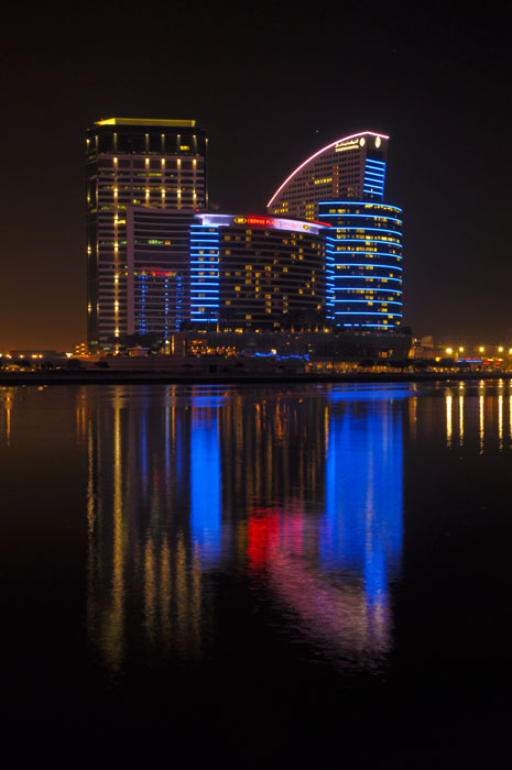 The astonishing facade of Intercontinental Hotel at Dubai illuminated with Philips Led lighting