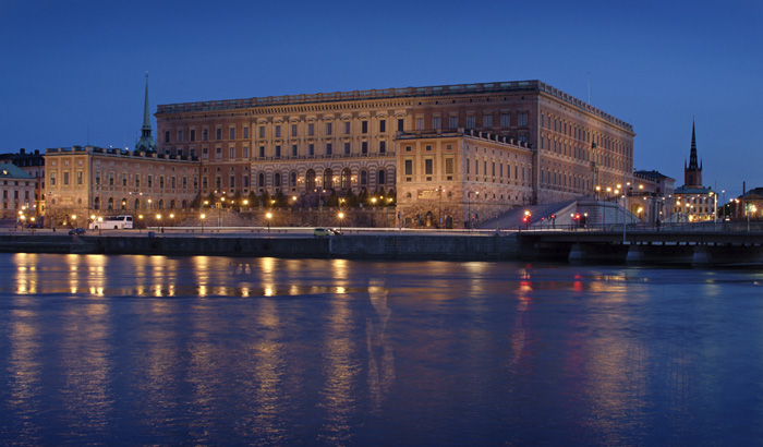 Philips white light flooding system gives a lift to the decorative details of Royal Palace at Stockholm, Sweden