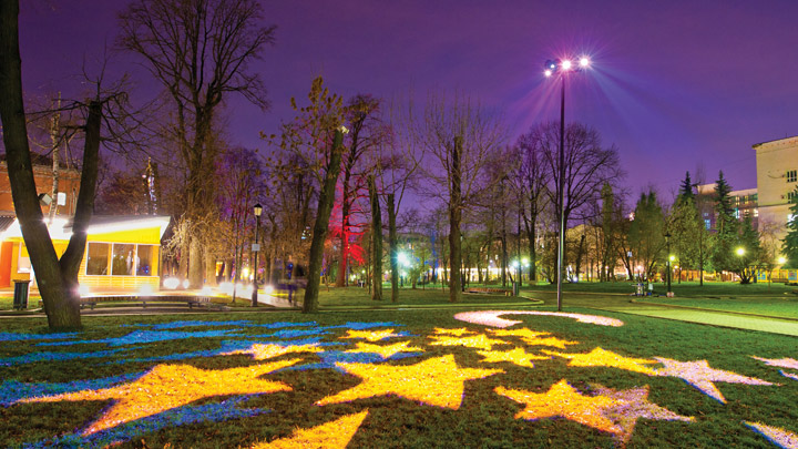 Accent and dynamic lighting at Bauman Garden, Moscow, Russia | Green urban spaces